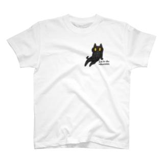 昼下がりの黒猫(左胸) T-shirts