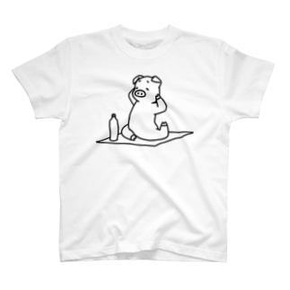 ヨガをするブタ T-shirts