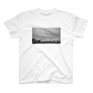 鉄塔とパラボラアンテナ T-shirts