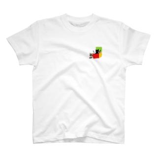 黒猫とキジトラ ワンポイントTシャツ T-Shirt