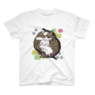くるくる猫たち(背景無) T-shirts