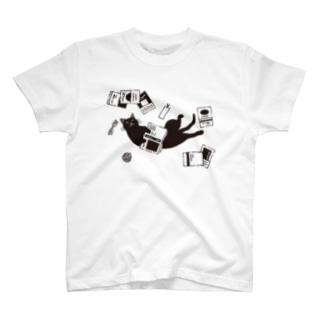 読書ねこ(黒) T-shirts