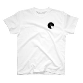 のぞくアデリーペンギン T-shirts