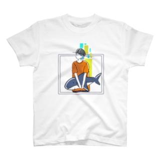 サメを持つ T-shirts