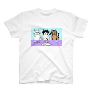 最後の1個を誰が食べるか決められないねこ T-Shirt