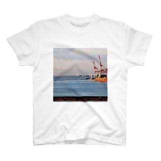 兵庫県:神戸付近の海の風景 Hyogo: view of the sea around Kobe T-shirts
