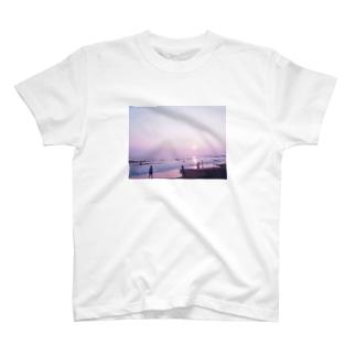 夕暮れの海岸 T-shirts