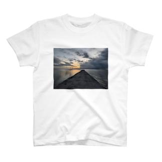 憂いの西桟橋 T-shirts