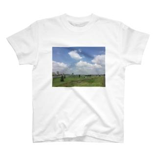 河川敷 T-shirts