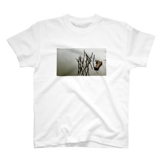 HENMO DESIGN TSHIRTSのTameike T-Shirt