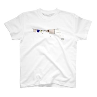ねこと洗濯物(Peace be with you)(色違い) T-shirts