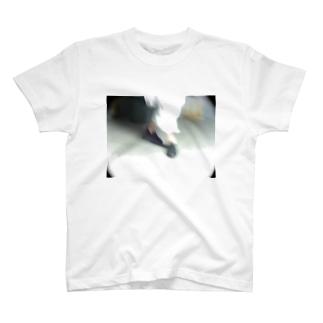 生きることは踊ること T-shirts