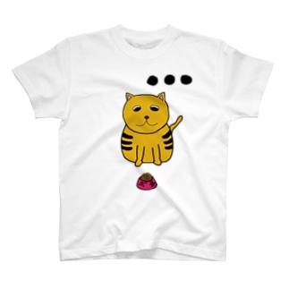 ポチと名付けられた猫 T-shirts
