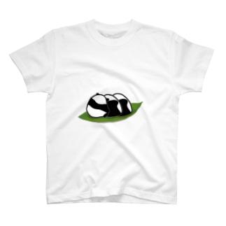 おにぎりに紛れるパンダ T-Shirt