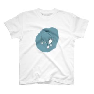 こっちみてますよ T-shirts