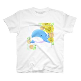 ひまわり畑に住むくじら T-Shirt