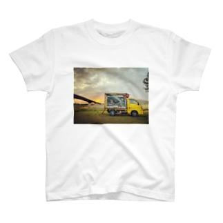 オシムラ 移動販売車バージョンです♪ T-Shirt