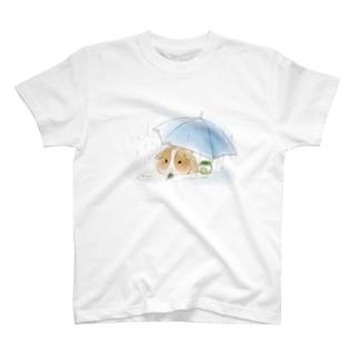 モルモットと傘(白) T-Shirt