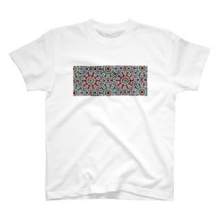 モロッコのタイル1 T-shirts