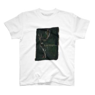 こちらを見る鹿  /  中川未貴 T-shirts
