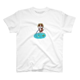 釣りする犬 T-Shirt