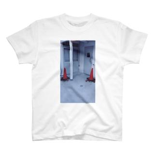 🕳 T-shirts