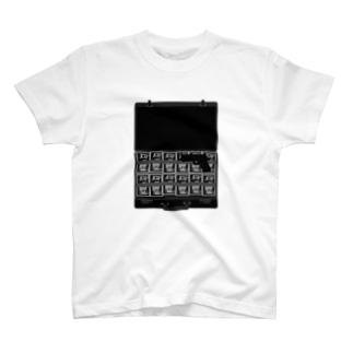 金と暴力 T-shirts