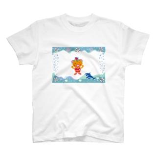 イルカと遊ぶクレコちゃん T-shirts