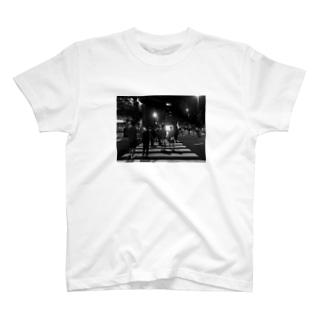 梅田は夜 T-shirts