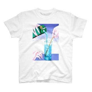 ドリンクを注ぐ T-shirts