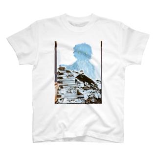 さむがりのイエティ T-shirts