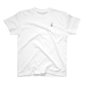 ウサギのウーのポケTに見せかけたもの T-shirts