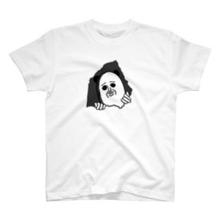 穴からひょっこり T-shirts