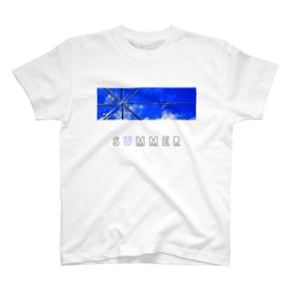 ビニール傘と夏の空 T-shirts