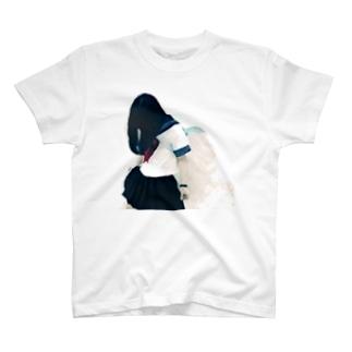 セーラー服の少女Tシャツ T-shirts