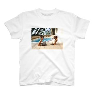 例のプール T-shirts