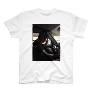 助手席でお昼寝 T-shirts