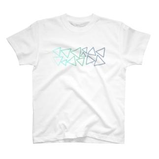 緑色のグラデーションの三角形 T-shirts