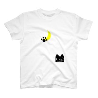 ニャンと三日月 T-shirts