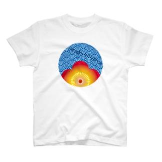 小窓、覗く梅文様 T-shirts