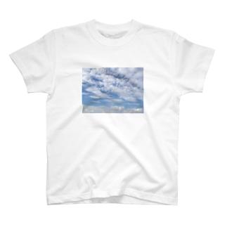 雲 T-shirts