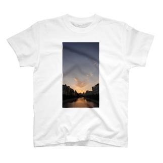 ナニタベヨウカナ T-Shirt