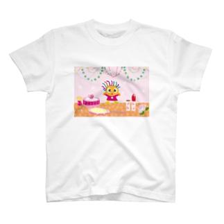 コスメでガーリーなクレコちゃん T-shirts