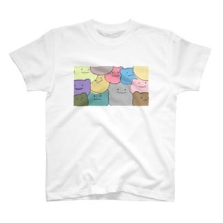 しきつめられたクマ T-shirts