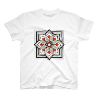 モロッカンに憧れるタイル柄・ブラック×オレンジ T-shirts