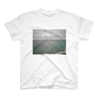 雲と海と空 T-Shirt