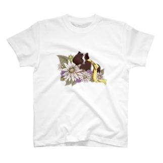 お花とモルモット07 T-shirts