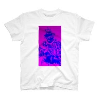 よく見たら兵士 T-shirts