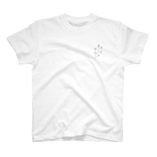 小さな青い花 T-shirts