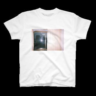 aの窓の外 T-shirts